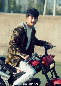 Find images and videos about kpop, korea and Ikon on We Heart It - the app to get lost in what you love. Kim Jinhwan, Chanwoo Ikon, Bobby, Ikon Songs, Song Daehan, Sassy Diva, Fandom, Korean Model, Yg Entertainment