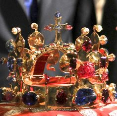 Crown of St. Wenceslaus, Bohemia (1347; gold, spinels, emeralds, sapphires, pearls, rubies, aquamarines, rubellite). Rarely displayed publicly. Royal Crowns, Royal Jewels, Tiaras And Crowns, Crown Jewels, St Wenceslaus, Aqua Marine, King Queen, Czech Republic, Royals