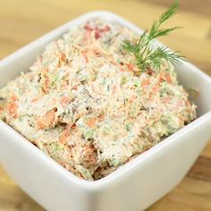 Smoked Salmon Dip made with hot smoked salmon & bacon has a spicy jalapeno kick. Also amazing as smoked salmon spread on a bagel! Smoked Salmon Spread, Smoked Salmon Dip, Smoked Salmon Recipes, Salmon Salad Recipes, Fish Recipes, Appetizer Recipes, Canned Salmon Recipes, Smoked Salmon Appetizer, Appetizers
