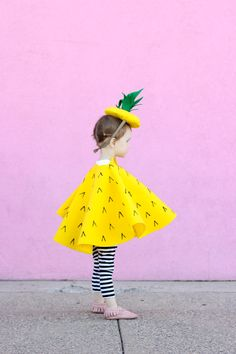 Sewing For Kids Making a fantastic Halloween costume doesn't have to take months. - Making a fantastic halloween costume doesn't have to take forever! Check out these last-minute costumes for the whole family. Last Minute Halloween Costumes, Halloween Kostüm, Holidays Halloween, Pineapple Halloween, Pineapple Costume, Fashion Mode, Kids Fashion, Little People, Little Girls