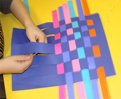 This is a fun lesson to do with my kinders and serves as an introduction to weaving. Materials: X construction paper in various c. Kindergarten Art Lessons, Kindergarten Crafts, Art Lessons Elementary, Preschool Art, Kindergarten Units, Kindergarden Art, Construction Paper Art, First Grade Art, Creative Curriculum