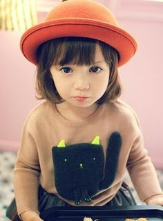 Cat sweater - sachi would LOVE this! Toddler Fashion, Toddler Outfits, Kids Outfits, Kids Fashion, Cute Kids, Cute Babies, Kids Girls, Little Girls, Asian Babies