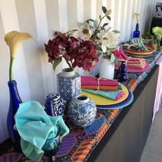 Lots of bright colours. Dinner Club, Bright Colours, Mexico City, Mexican, Table Decorations, Furniture, Home Decor, Light Colors, Decoration Home