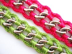 Maybe for purse handles.great idea from previous pinner :) I like! Inspiration crochet around chain Crochet Chain, Crochet Bracelet, Crochet Purses, Love Crochet, Crochet Stitches, Knit Crochet, Crochet Patterns, Crochet Jewellery, Purse Patterns