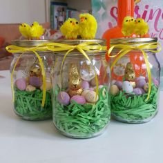 Easter Milner jars for gifts for friends and colleagues. Just layer green shredded paper, add mini eggs and a chocolate bunny. Add a decorative paper egg if you like. Glue decorative fluffy chicks to the lid and finish with a ribbon tied in a bow.