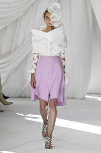 See all the looks from the show. Avangard Fashion, Runway Fashion, Fashion News, Delpozo, Spring Trends, Ready To Wear, High Waisted Skirt, Skirts, How To Wear