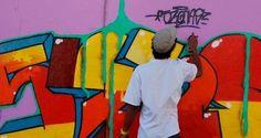 """No cenário, a Cidade Tiradentes, tradicional bairro da periferia de São Paulo. Nas lentes, um retrato sobre as transformações do street dance, do graffiti e do rap nas ruas que inspiram o cotidiano do maior complexo de conjuntos habitacionais populares da América Latina. """"Lá do Leste"""", curta-metragem dirigido por Carolina Caffé e Rose Satiko, é...<br /><a class=""""more-link""""…"""
