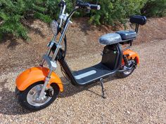 2000watt electric motor, removable lithium ion battery pack.  45km/h top speed and 50km range. Electric Scooter, Electric Motor, Electric Cars, Electric Utility, Mini Things, Random Things, Work Site, Pugs, Trucks