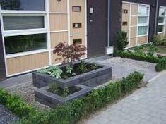referenties Source by roselindek Lawn And Garden, Garden Beds, Small Gardens, Outdoor Gardens, Garden Ideas Long, Cinder Block Garden, Home Landscaping, Garden Styles, Garden Inspiration