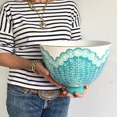 Hi Five Coper Bowl - töpfermarkt - Vase ideen Porcelain Ceramics, Ceramic Bowls, Porcelain Tiles, Painted Porcelain, China Porcelain, Hand Painted, Pottery Bowls, Ceramic Pottery, Ceramica Artistica Ideas