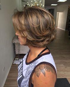 Hello hello ta aii meninass pra quem está me cobrando uma cor para o outono e inverno!! ⛄️!! E a técnica mechas criativas no tom castanho quente!! E sem falar nesse corte impecável. #superbowl #summer #mechascriativas #jeffersonbolina #luxxor #curtinhodopoder #curto #caramel #caramelo #castanho #cabelotop #cabelocurto