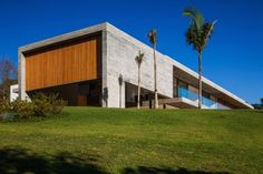 RMAA divides concrete residence in São Paulo into daytime and nighttime quarters