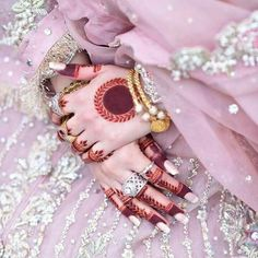 Round Mehndi Design, Rose Mehndi Designs, Henna Art Designs, Modern Mehndi Designs, Mehndi Designs For Girls, Mehndi Designs For Beginners, Mehndi Design Photos, Wedding Mehndi Designs, Mehndi Designs For Fingers