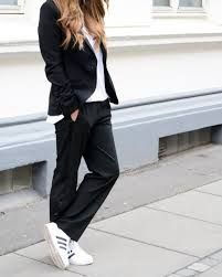How to wear adidas sneakers street style trainers 47 ideas Adidas Outfit, Adidas Pants, Adidas Sneakers, White Sneakers, Nike Trainers, Sporty Outfits, Simple Outfits, Cool Outfits, Adidas Tubular Nova