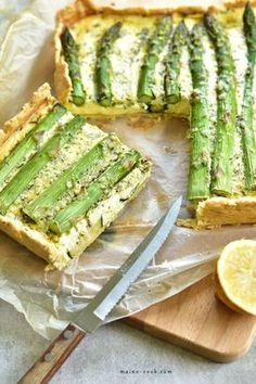 Tarta ze szparagami i cukinią - Everyday Delicious Asparagus Quiche, Lemon Asparagus, Zucchini Tart, Zucchini Parmesan, Tart Taste, Savory Tart, Avocado Toast, Stuffed Peppers, Snacks