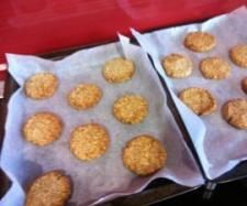 """Recipe """"Clean"""" Anzac Biscuits by Nyza-mix, learn to make this recipe easily in your kitchen machine and discover other Thermomix recipes in Baking - sweet. Clean Eating Recipes, Cooking Recipes, Healthy Eating, Healthy Anzac Biscuits, Bellini Recipe, Coconut Oatmeal, Thermomix Desserts, Smoothie Recipes, Cookies"""