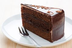 Sacher Torte (Austria) from 10 International Desserts to Bake This World Baking Day - Torta sacher - Sweet Recipes, Cake Recipes, Dessert Recipes, Holiday Desserts, No Bake Desserts, Homemade Chocolate, Chocolate Cake, Sacher Torte Recipe, Angel Food Cake Pan