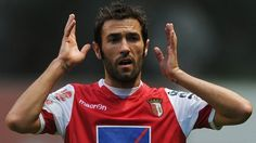Viana replaces Martins after five-year absence  Published: Wednesday 23 May 2012, 12.45CET  SC Braga's Hugo Viana, who has not been involved with #Portugal for nearly five years, has been called up to Paulo Bento's UEFA EURO 2012 squad in place of the injured Carlos Martins.
