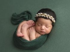 Newborn girl in green Newborn Photography Poses, Newborn Poses, Newborn Shoot, Newborns, Photography Ideas, Girl Photography, Baby Girl Pictures, Newborn Pictures, Baby Photos
