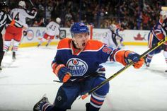 Edmonton Oilers star Connor McDavid may have just recorded the fastest lap in NHL history. Take this notion with a grain of salt but at the Oilers' own skills… Ice Hockey Players, Nhl Players, Hockey Goal, Hockey Baby, Amazing Goals, Connor Mcdavid, Nhl Season, Sport Icon, Edmonton Oilers