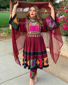 Pakistani Fashion Party Wear, Pakistani Dresses Casual, Pakistani Dress Design, Stylish Dress Designs, Stylish Dresses, Casual Dresses, Afghan Clothes, Afghan Dresses, Shadi Dresses
