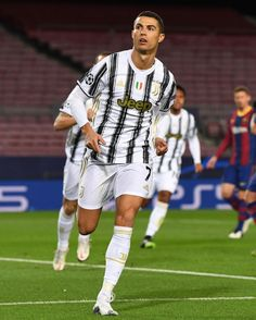 Foto Cristiano Ronaldo, Cristiano Ronaldo Wallpapers, Cristano Ronaldo, Juventus Soccer, Juventus Fc, Ronaldo Free Kick, Manchester City Wallpaper, Cr7 Messi, Cr7 Wallpapers
