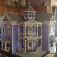 """""""The visalian dollhouse""""as-is condition,some great details,foundation removed- 
