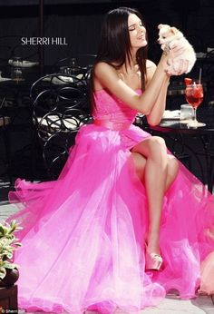 Kim who? Kendall and Kylie Jenner outshine their Kardashian sisters as they play prom queens in modelling shoot Kylie Jenner Modeling, Kendall Y Kylie Jenner, Rose Fushia, Magenta, Vestidos Color Rosa, Mode Glamour, Sherri Hill Prom Dresses, Dress Prom, Tulle Dress