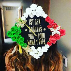 Latina graduation caps with Spanish quotes, the Mexican flag and more. Creative decoration ideas that are perfect for graduation. Graduation Cap Toppers, Graduation Cap Designs, Graduation Cap Decoration, Graduation Caps, Grad Cap, College Graduation, Graduation Ideas, Graduation Parties, Nursing Graduation Pictures
