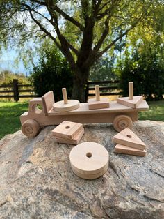 Wooden Toys For Toddlers, Toddler Toys, Kids Toys, Baby Learning Toys, Montessori Baby Toys, Montessori Bedroom, Learning Games, Kids Learning, Wooden Toy Trucks