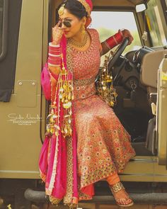 New wedding bridesmaids photos bridal musings 53 Ideas Indian Wedding Pictures, Indian Wedding Poses, Indian Bridal Photos, Indian Wedding Photography Poses, Indian Wedding Couple, Bride Photography, Indian Wedding Bridesmaids, Punjabi Wedding, Desi Wedding