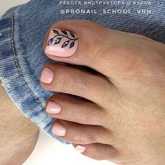 Discover recipes, home ideas, style inspiration and other ideas to try. Gel Toe Nails, Feet Nails, Toe Nail Art, Pretty Toe Nails, Cute Toe Nails, Fancy Nails, Beach Nail Designs, Toe Nail Designs, Summer Pedicure Designs