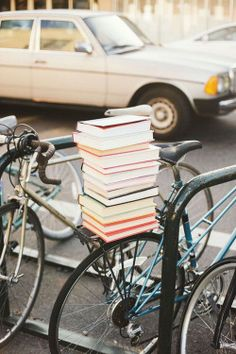 Books on the carrier (bike).