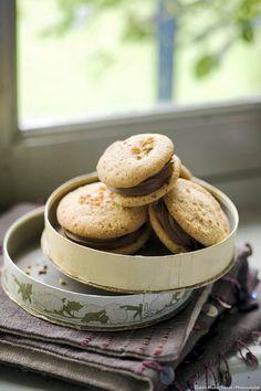 À mi-chemin entre le macaron et le whoopie, ces sandwichs fourrés au chocolat sont à tomber !