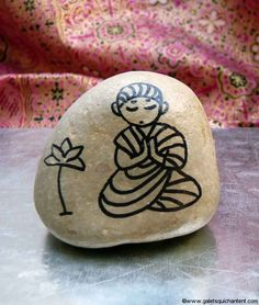 Bouddha nénuphar                                                       … Budha Painting, Pebble Painting, Pebble Art, Stone Painting, Diy Painting, Rock Painting Patterns, Rock Painting Designs, Diy Art, Potted Mums