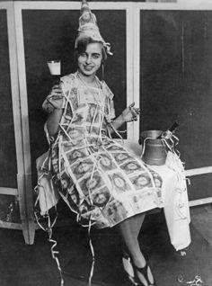Vintage Photos of Ladies Drinking - New Year's Eve Drinking New Years Eve Pictures, New Year Photos, Weird Pictures, Old Pictures, Vintage Photographs, Vintage Images, Vintage Pictures, Vintage Black, Retro Vintage