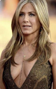 Oh, Jennifer! Jennifer Aniston Dress, Jeniffer Aniston, Jennifer Aniston Pictures, Beautiful Celebrities, Most Beautiful Women, Beautiful Actresses, John Aniston, Beauté Blonde, Beauty Women