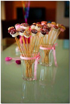 Cake pops birthday display sticks ideas for 2019 Party Treats, Party Snacks, Party Desserts, Bar A Bonbon, Marshmallow Pops, Partys, Oreo Pops, Oreo Truffles, Candy Buffet