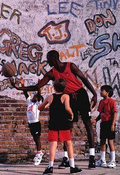 Nike commercial 1989 for the Air Jordan IV Michael Jordan Basketball, Love And Basketball, Basketball Players, Basketball Pictures, Basketball Shoes, Air Max 90, Nike Air Max, Air Jordan Iv, Moda Masculina