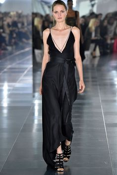 See all the Collection photos from Amanda Wakeley Spring/Summer 2016 Ready-To-Wear now on British Vogue Fall Winter Spring Summer, Spring 2016, Amanda Wakeley, Summer Collection, Fashion Show, Fashion 2016, London Fashion, Catwalk, Ready To Wear