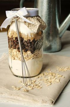 chocolate & oatmeal cookies in a jar - great gift idea! Just tell the recipient to use it right away... it dries out after a while.