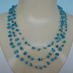 Conjunto feito em crochê com pedra natural turquesa e linha branca própria para bijuterias finas. R$20,00