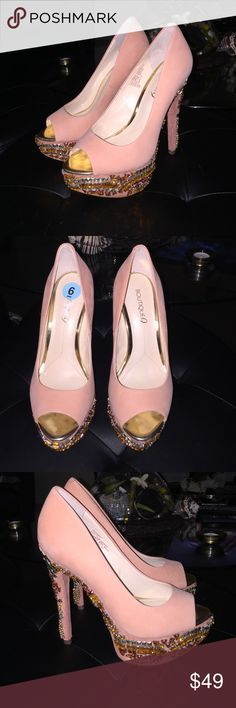 """NWT! Boutique 9 """"Pardi""""peeptoe platform heels sz 6 NWT! Never worn! Beautiful Boutique 9 """"Pardi"""" peach suede jeweled heels sz 6. Excellent condition! Comfortable peep toe platform design with 5"""" heel height. Gold accent footbed with orange/peachy jewels and silver tone studs. Very pretty😍 Boutique 9 Shoes Heels"""