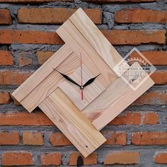 Nothing is wasted … # 2 Dutch teak wall clock Do you want it like this? Jump to . Wall Clock Wooden, Wood Clocks, Wooden Art, Wood Wall Art, Diy Wood Projects, Wood Crafts, Woodworking Projects, Diy And Crafts, Pallet Clock