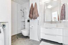 White and grey bathroom Grey Bathrooms, Alcove, Bathtub, Home, Standing Bath, Bathtubs, Gray Bathrooms, Bath Tube, Ad Home