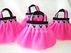 Adorable Minnie Mouse party bags!