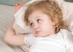 """¿Por qué nos piden los niños pequeños """"el vaso de agua"""" cuando ya están en la cama (y tu a punto de sentarte en el sofá)?"""