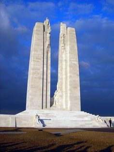 The Canadian National Vimy Memorial is a war memorial site in France dedicated to the memory of Canadian Expeditionary Force members killed during the First World War Canadian Soldiers, Canadian Army, Canadian History, Canadian People, Ww1 Soldiers, American History, Native American, World War One, First World