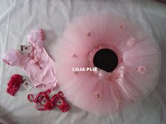 saia tutu bailarina kit completo Tutu Bailarina, Happy Birthday Baby, Maria Clara, Tulle Tutu, Diy And Crafts, Onesies, Tutu Skirts, Jazz, Ideas