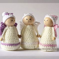 Do you love to crochet? Would you like to make an adorable crochet Christmas tree ornament that you can give as a lovely gift to your loved ones at Christmas? Crochet these easy crochet angels by KreaMojza with wooden bead heads! Crochet Toys Patterns, Amigurumi Patterns, Stuffed Toys Patterns, Beaded Angels, Crochet Angels, Diy Crafts Crochet, Yarn Crafts, Crochet Christmas Trees, Diy Christmas